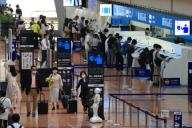 """October 1 2020, Tokyo, Japan - Tokyo\'s Haneda airport is crowded with tourists on Thursday, October 1, 2020 as Tokyo is included in government\'s domestic tourism campaign """"Go To Travel"""". (Photo by Yoshio Tsunoda\/AFLO"""