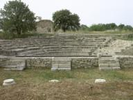 """ARTE ROMANO. TURQUIA. TROYA. Antigua ciudad de Asia Menor, habitada desde la I Edad del Bronce hasta el Imperio Romano. Vista general del BOULEUTERION, edificio donde se reunía la asamblea de la ciudad. Estrato IX, de la antigua """"Ilium Novum"""" romana, reconstruida por Julio Cesar.Turkey. Troy. Ruins of the Bouleuterion (council house). Stratum Troy IX (85 BC-500 AD), called """"llium Novum"""". Hellenistic-Roman City.. Album / Prisma. ."""