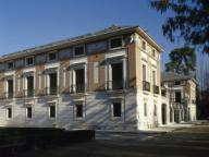 ARTE S. XVIII. ESPAÑA. CASITA DEL LABRADOR. Vista de una fachada lateral del edificio, palacete destinado al recreo de la familia real. Fue construida durante el reinado de CARLOS IV, a partir de 1792, por Isidro GONZALEZ VELAZQUEZ en estilo neoclásico. Se encuentra en el interior del Jardín del Príncipe. ARANJUEZ. Comunidad de Madrid.Spain, Community of Madrid, Aranjuez. The Farmhand