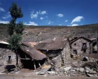 EDIFICACIONES DE PIEDRA - FOTO AÑOS 60. Localización: EXTERIOR. ESPAÑA.EDIFICACIONES DE PIEDRA - FOTO AÑOS 60. Location: EXTERIOR. SPAIN.. Album / Oronoz. Cantabria SPAIN.