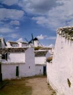 CALLE CON UN MOLINO AL FONDO - FOTO AÑOS 60. Localización: EXTERIOR. CAMPO DE CRIPTANA. CIUDAD REAL.CALLE CON UN MOLINO AL FONDO - FOTO AÑOS 60. Location: EXTERIOR. CAMPO DE CRIPTANA. CIUDAD REAL.. Album / Oronoz. CIUDAD REAL SPAIN.