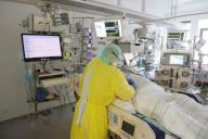 15 April 2021, Thuringia, Gera: Roland Krabs, senior physician, examines a patient in the Covid 19 intensive care unit at SRH Waldklinikum. Currently, 21 people suffering from Covid 19 are receiving intensive medical care here. Photo: Bodo Schackow\/dpa-zentralbild\/dpa