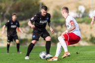 New signing Jerome Gondorf (KSC) in duels with Marco Kehl-Gomez (Essen). GES / Football / 2nd Bundesliga: Karlsruher SC - training camp, test game KSC - Rot-Weiss Essen, 17.01.2020 Football / Soccer: 2nd Bundesliga: KSC training camp, test match KSC - Rot-Weiss Essen, Estepona, January 17, 2020 | usage