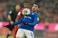 Nassim Boujellab (FC Schalke 04) on the ball, individual action, action GES / Football / 1.Bundesliga: FC Bayern Munich - FC Schalke 04, 25.01.2020 Football / Soccer: 1.German Bundesliga: Bayern Munich vs. FC Schalke 04, Munich, January 25, 2020 | usage