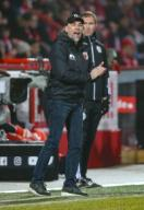 25 January 2020, Berlin: Football: Bundesliga, 1st FC Union Berlin - FC Augsburg, 19th matchday, An der Alten Försterei stadium. Coach Martin Schmidt of FC Augsburg stands clapping on the sidelines. Photo: Andreas Gora/dpa - IMPORTANT NOTE: In accordance with the regulations of the DFL Deutsche Fußball Liga and the DFB Deutscher Fußball-Bund, it is prohibited to exploit or have exploited in the stadium and/or from the game taken photographs in the form of sequence images and/or video-like photo series.