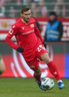 25 January 2020, Berlin: Football: Bundesliga, 1st FC Union Berlin - FC Augsburg, 19th matchday, An der Alten Försterei stadium. Christopher Lenz from Union Berlin plays the ball. Photo: Andreas Gora/dpa - IMPORTANT NOTE: In accordance with the regulations of the DFL Deutsche Fußball Liga and the DFB Deutscher Fußball-Bund, it is prohibited to exploit or have exploited in the stadium and/or from the game taken photographs in the form of sequence images and/or video-like photo series.