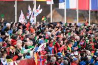 26 January 2020, Bavaria, Oberstdorf: Cross-country World Cup, Men: Sprint 1,6 Km: Numerous spectators follow the race. Photo: Silas Stein/