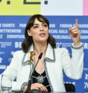 20 February 2020, Berlin: 70th Berlinale, press conference, jury: Berenice Bejo, actress. The International Film Festival takes place from 20.02. to 01.03.2020. Photo: Jens Kalaene/dpa-Zentralbild/