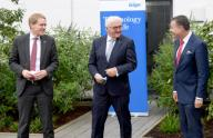 09 July 2020, Schleswig-Holstein, Lübeck: Federal President Frank-Walter Steinmeier (M) is welcomed by Stefan Dräger (r), CEO, during a visit to the plant of medical technology manufacturer Dräger. On the left is Daniel Günther (CDU), Prime Minister of Schleswig-Holstein. According to the Office of the Federal President, the visit is the first time the Federal President has visited the plant outside of Berlin since the beginning of the corona crisis. Photo: Carsten Rehder