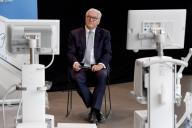 09 July 2020, Schleswig-Holstein, Lübeck: German President Frank-Walter Steinmeier sits between intensive care ventilators during a visit to the plant of medical technology manufacturer Dräger. According to the Office of the Federal President, the visit is the first time the Federal President has visited the plant outside of Berlin since the beginning of the corona crisis. Photo: Carsten Rehder