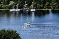 13 July 2020, Berlin: Boats sail on the Havel between Gatow and Grunewald. Photo: Jens Kalaene\/dpa-Zentralbild