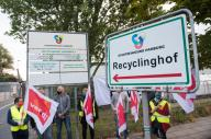 26 September 2020, Hamburg: Recycling yard employees are standing in front of the yard in the Bergedorf district during a warning strike in the public sector wage conflict. Verdi is demanding 4.8 percent more money, but at least 150 euros, for the 2.3 million federal and municipal employees covered by collective bargaining agreements nationwide for a period of 12 months. Photo: Daniel Bockwoldt\/dpa
