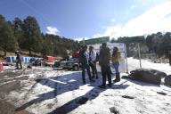 EUM20200121SOC26.JPG ZINACANTEPEC, Méx. Volcano/Volcán-Nevado.- 21 de enero de 2019. Aspectos de la nieve y granizo que cubrió de blanco el Parque Nacional Nevado de Toluca, que atrajo a los visitantes y obligó a las autoridades a cerrar el acceso a parte interna del volcán. Foto: Agencia EL UNIVERSAL/