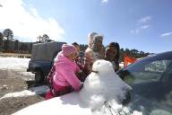 EUM20200121SOC30.JPG ZINACANTEPEC, Méx. Volcano/Volcán-Nevado.- 21 de enero de 2019. Aspectos de la nieve y granizo que cubrió de blanco el Parque Nacional Nevado de Toluca, que atrajo a los visitantes y obligó a las autoridades a cerrar el acceso a parte interna del volcán. Foto: Agencia EL UNIVERSAL/