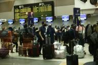 Lima, 15 de julio 2020 PRIMER VUELO DE LA AEROLINEA VIVA AIR A LA CIUDAD DEL CUSCO, HOY MIERCOLES 15 DE JULIO SE REINICIARON LAS OPERACIONES AERONAUTICAS LUEGO DE 122 DIAS DE CIERRE DE ACTIVIDADES. MEDIDAS DE SEGURIDAD EN EL AEROPUERTO JORGE CHAVEZ Y DENTRO DE LA NAVE. FOTOS: JESUS SAUCEDO