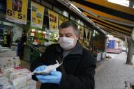 (200331) -- ANKARA, March 31, 2020 (Xinhua) -- A man shops at a supermarket in Ankara, Turkey, March 30, 2020. Turkey on Monday announced 37 more deaths from COVID-19, while the total number of infection cases in the country has risen to 10,827. (Photo by Mustafa Kaya/Xinhua) - -//CHINENOUVELLE_0937046/2003311002/Credit:CHINE NOUVELLE/SIPA/