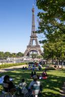 Tour Eiffel et Trocadero. COVID 19, les parcs et jardins Parisiens ouvrent leurs portes. Paris, FRANCE- 30\/05\/2020.\/\/04MEIGNEUX_meigneuxG008\/2005310905\/Credit:ROMUALD MEIGNEUX\/SIPA\/