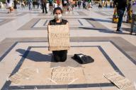 A young woman against racism in the human rights square Place du Trocadero. Paris, FRANCE- 30\/05\/2020.\/\/04MEIGNEUX_meigneuxH003\/2005310909\/Credit:ROMUALD MEIGNEUX\/SIPA\/