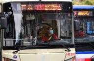 (200126) -- GUANGZHOU, Jan. 26, 2020 (Xinhua) -- A bus driver wears a mask while driving in Guangzhou, south China
