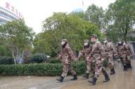 (200126) -- WUHAN, Jan. 26, 2020 (Xinhua) -- Members of a military medical team arrive at Wuhan Jinyintan Hospital in Wuhan, central China