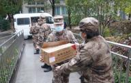 (200126) -- WUHAN, Jan. 26, 2020 (Xinhua) -- Members of a military medical team carry supplies at Wuhan Jinyintan Hospital in Wuhan, central China