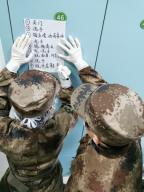 (200126) -- WUHAN, Jan. 26, 2020 (Xinhua) -- Members of a military medical team do preparatory work at Wuhan Jinyintan Hospital in Wuhan, central China