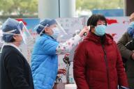 (200126) -- HUZHOU, Jan. 26, 2020 (Xinhua) -- A nurse checks a patient