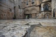 (200331) -- JERUSALEM, March 31, 2020 (Xinhua) -- Workers clean the plaza outside the Church of the Holy Sepulchre in Jerusalem