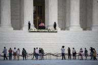 (200924) -- WASHINGTON, D.C., Sept. 24, 2020 (Xinhua) -- Mourners pay respects as Justice Ruth Bader Ginsburg\'s casket is placed under the portico at the top of the front steps of the U.S. Supreme Court building in Washington, D.C., the United States, on Sept. 23, 2020. Late U.S. Supreme Court Justice Ruth Bader Ginsburg laid in repose at the country\'s highest court here on Wednesday. (Xinhua\/Liu Jie