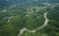 (200926) -- WEIYUAN, Sept. 26, 2020 (Xinhua) -- Aerial photo taken on Sept. 25, 2020 shows a scenery in Weiyuan County, southwest China\'s Sichuan Province. (Xinhua\/Jiang Hongjing
