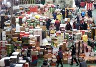 Agricultural market ahead of holiday Visitors shop for fruits at a wholesale market in the southern port city of Busan on Jan. 19, 2020, ahead of the Lunar New Year holiday that runs from Jan. 24-27. (Yonhap)/2020-01-19 14:10:42/