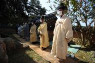 Chuseok ceremony amid COVID-19 Members of the Byun family perform a traditional ceremony in honor of their ancestors at an old traditional mansion in Andong, North Gyeongsang Province, on the Chuseok autumn harvest holiday on Oct. 1, 2020, wearing protective masks and standing apart from one another amid the COVID-19 pandemic. (Yonhap)\/2020-10-01 16:26:18\/ < 1980-2020 YONHAPNEWS AGENCY.